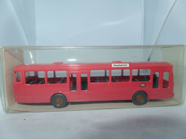 Wiking HO Gauge 1/87 Scale 20700 Mercedes Benz O 305 VOV Bus Hauptbahnof Red